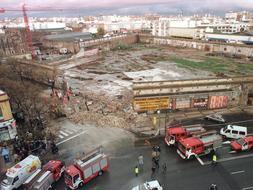 El derrumbamiento del muro del antiguo Bazar España causó la muerte de cinco personas en Sevilla