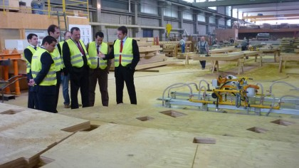 Otra visita-alcalde-aichach-fabrica-finnforest-5
