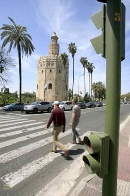 Peatones Torre del Oro