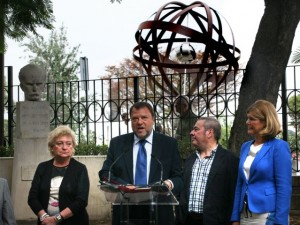 Monteseirín se abona al centenario de Elcano aunque se vaya de alcalde