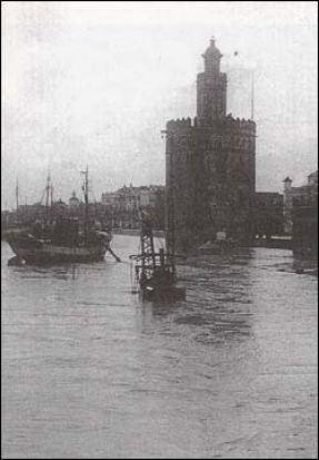 Inundación de 1947 en el Paseo Colón, junto a la Torre del Oro