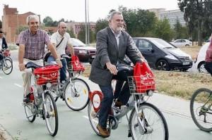 Torrijos, en una bicicleta de Sevici